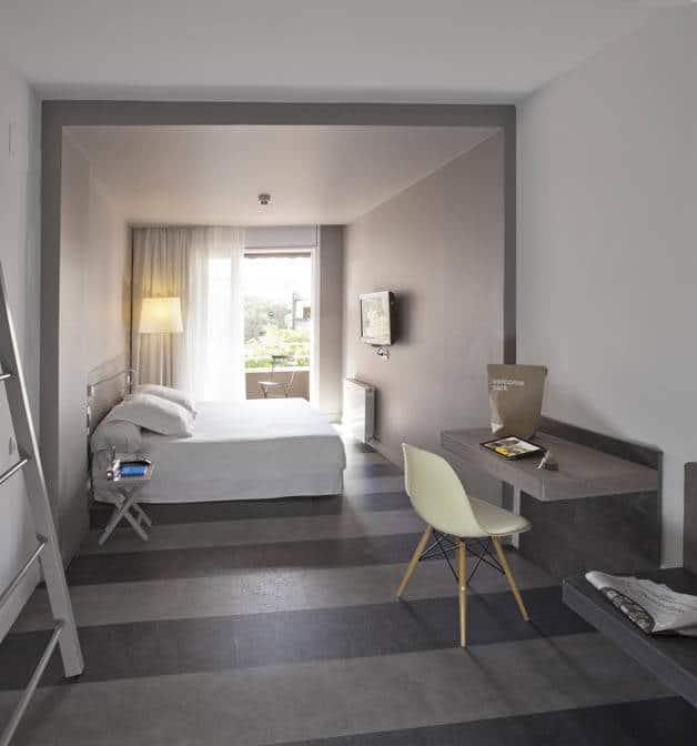 chic and basic habitación blanca