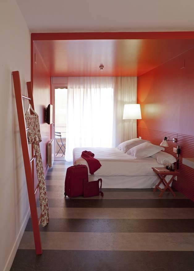 chic and basic habitación roja