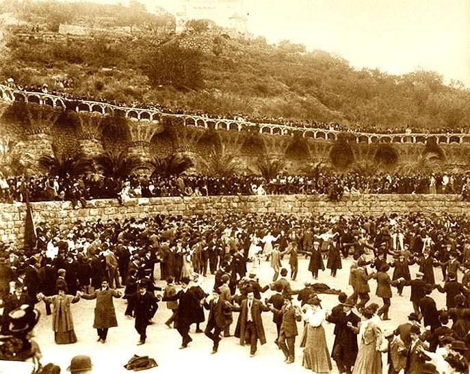 Parc Güell historia y secretos foto en blanco y negro