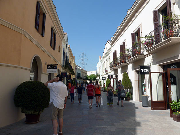 La Roca Village Barcelona calle