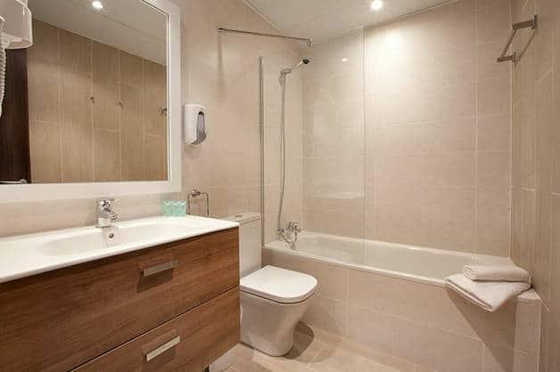 hotel centric cuarto de baño