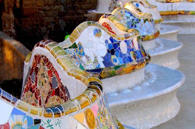 Parc Güell historia y secretos banco de colores