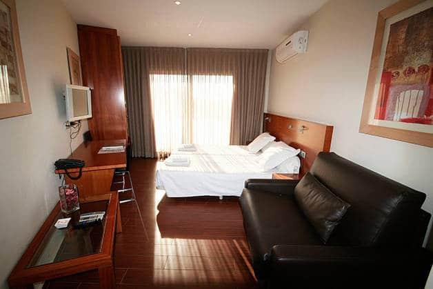 madanis apartamentos habitación y salón
