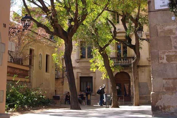 Sarrià plaza barrio