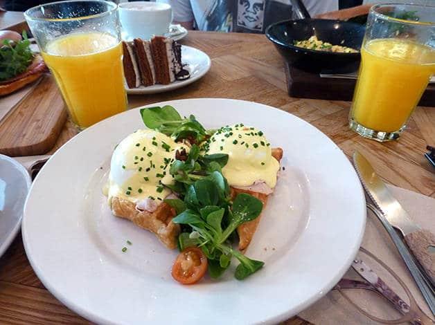 brunch & cake huevos benedicto