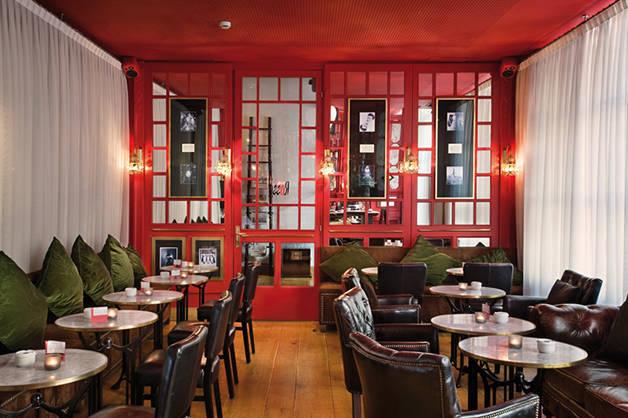 bar rosso hotel market