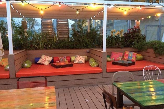 beach garden bar de la playa