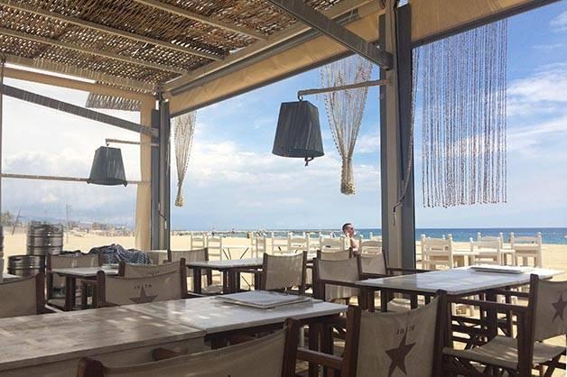 Bar en una playa de Barcelona