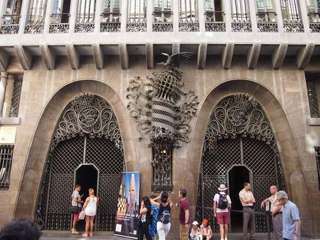palau güell fachada