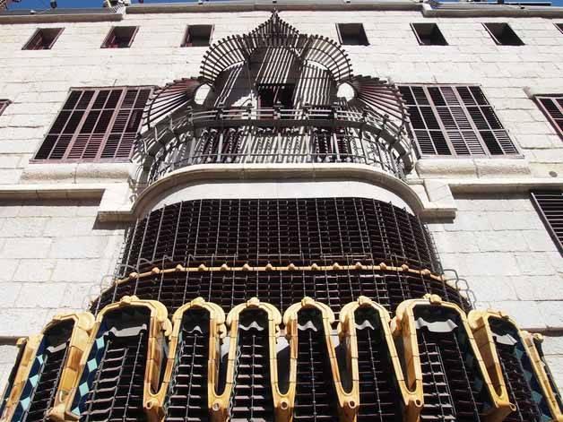 fachada palau güell