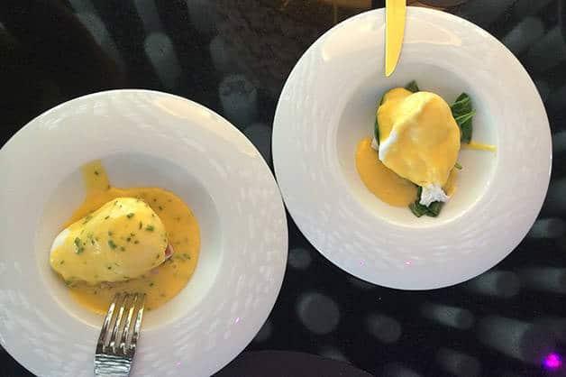brunch del barcelo raval huevos benedicto