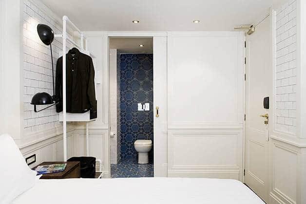 habitación praktik bakery y vista del cuarto de baño