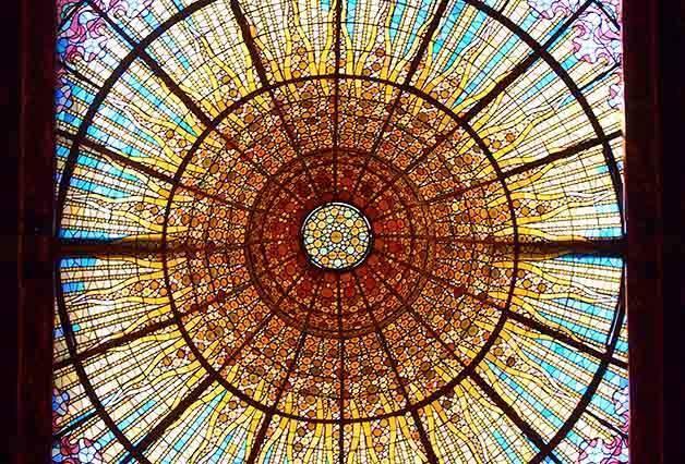 cúpula y vidriera del palau de la música catalana