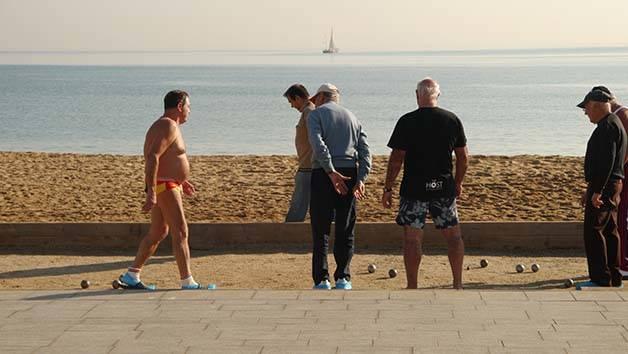 petanca al lado del mar Barcelona