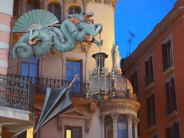 dragón y paraguas en las Ramblas: anécdotas sobre Barcelona