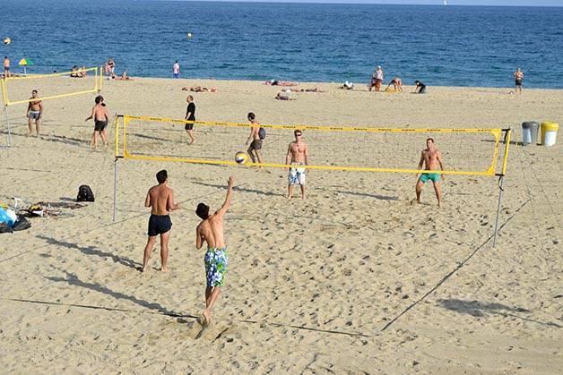 volley playa a la orilla del mar en Barcelona