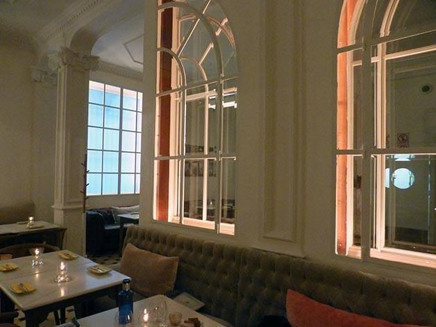 decoración lateral y ventanas interiores