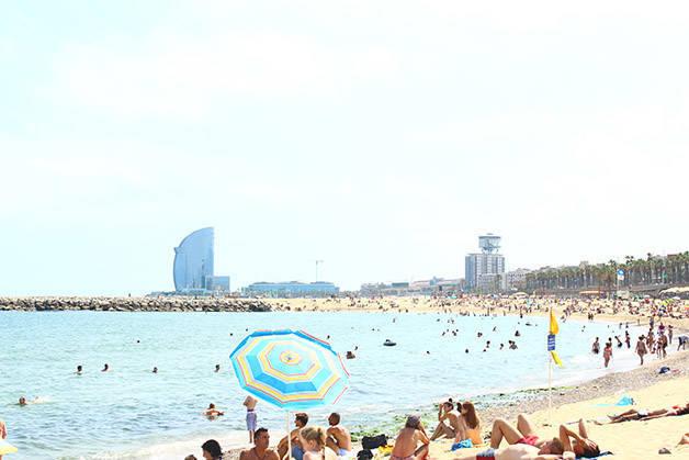 playa barceloneta julio estación Barcelona