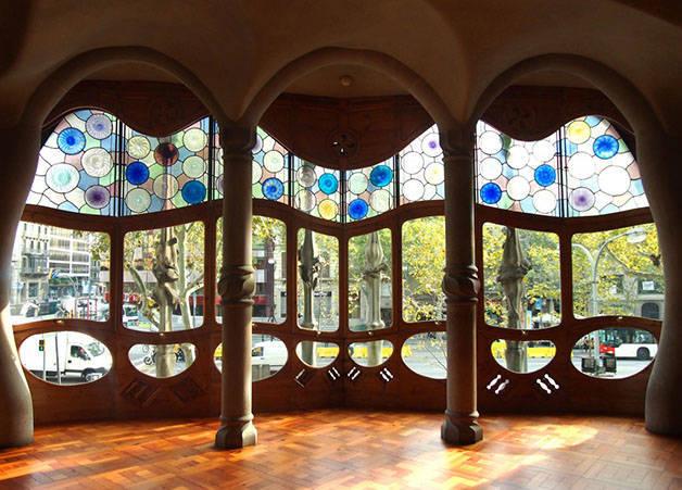 vidriera casa batlló arquitectura en Barcelona