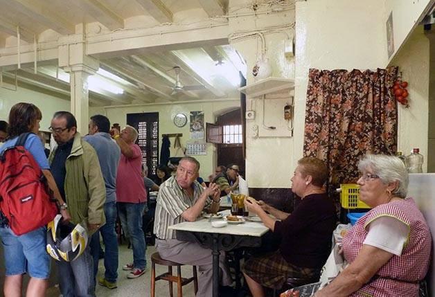 clientes cova fumada barcelona como un local