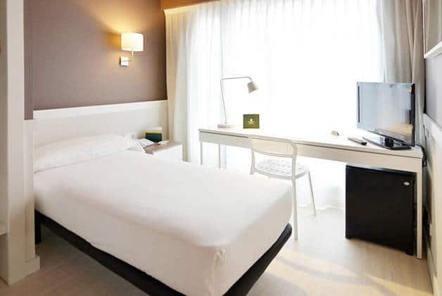 hotel Para·lel habitación cama individual