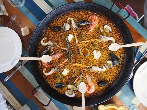 paella barcelona como un local