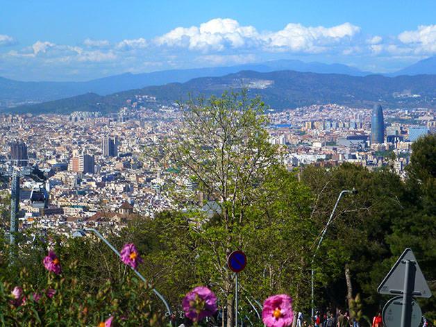 montjuic: deporte y naturaleza vista sobre Barcelona