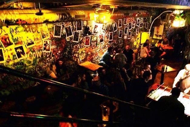 bares de rock bollocks