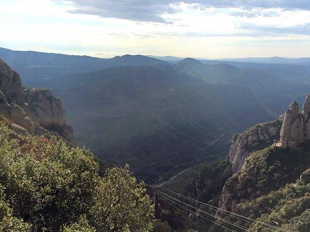 vista de Montserrat desde el monasterio