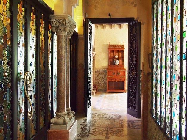 Casa Amatller interior vidrieras y columnata