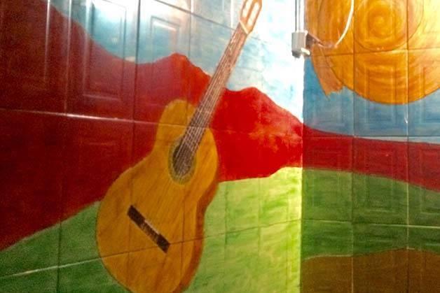 Mariatchi mural fresco: guitarra