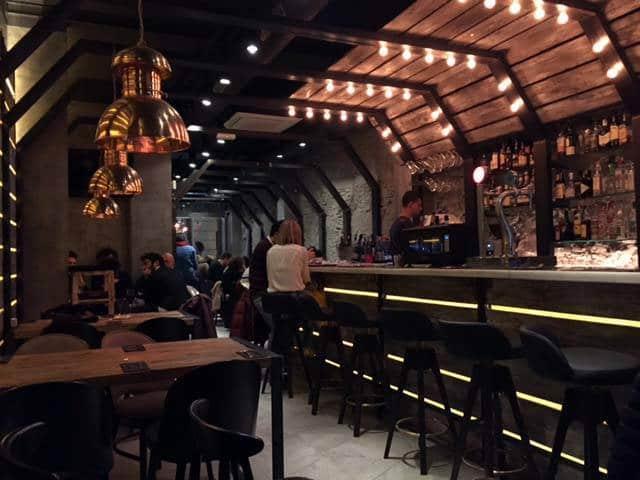vita-gastro-bar interior (barra y sala)