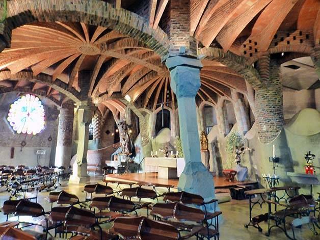colònia güell interior junio en Barcelona