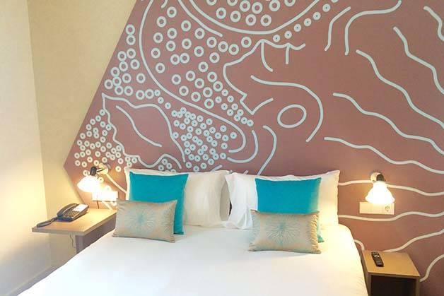 hotel ibis style centre habitación azul y beige