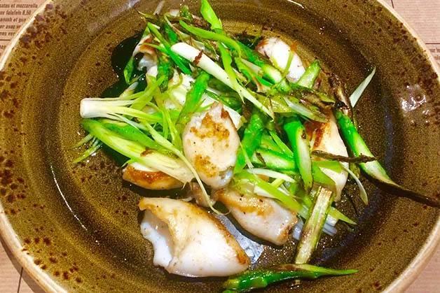 Cuines Santa Caterina: plato de calamares