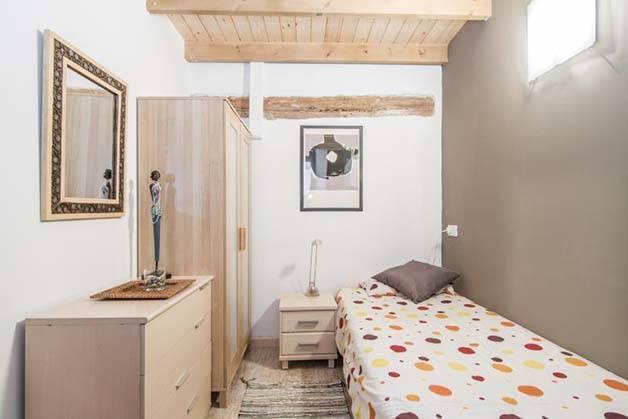 alojamiento para estudiantes habitación color gris pardo