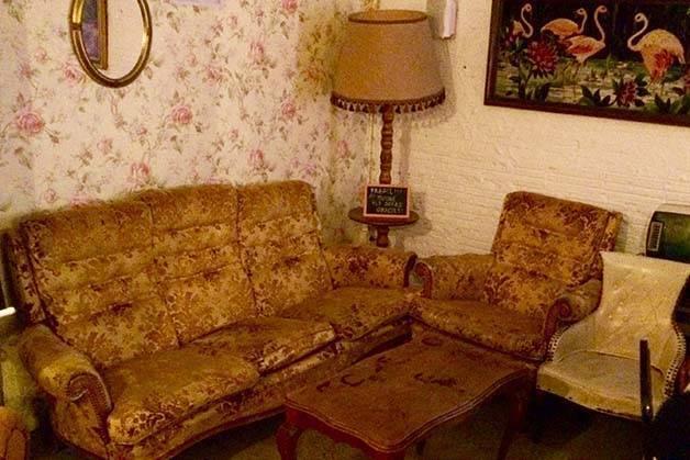 Le Standard interior sofá