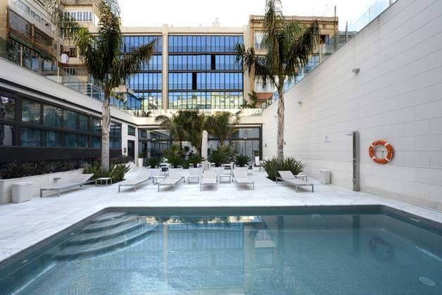 hotel indigo piscina