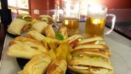 100 montaditos Barcelona, bocadillos y cerveza