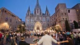 sardana frente a la Catedral