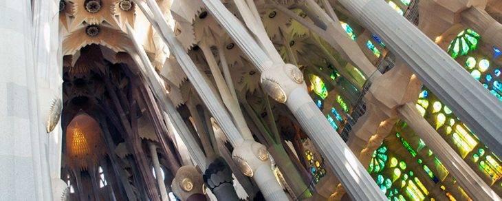 Sagrada Familia columnas en diagonal