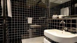 hotel Paral·lel baño