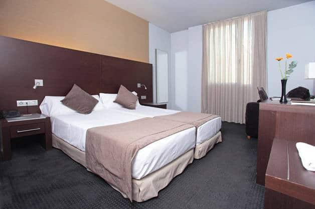 apartamentos Madanis camas