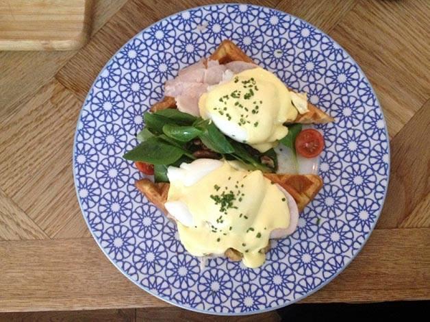 Brunch & cake huevos benedict
