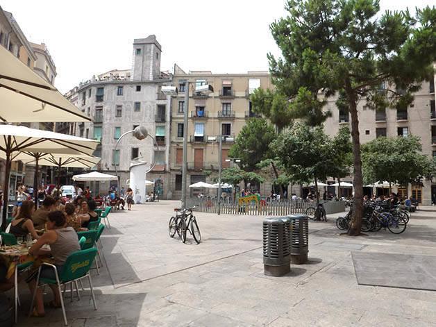 Las Terrazas De La Plaza George Orwell Ambiente Festivo
