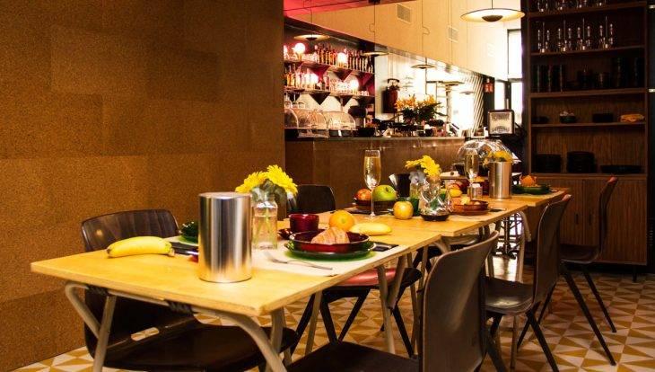 retrome cafetería/lounge desayuno
