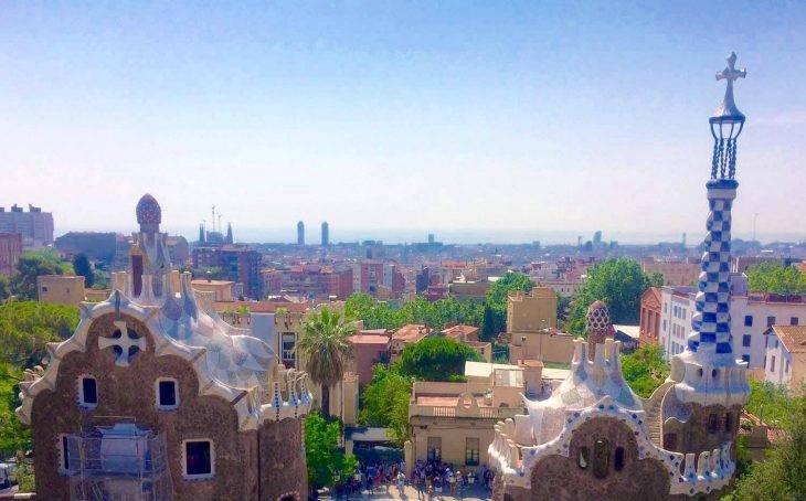 visita guiada del Parc Güell, casas y horizonte