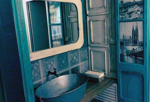 the sopa boba baño con un toque antiguo
