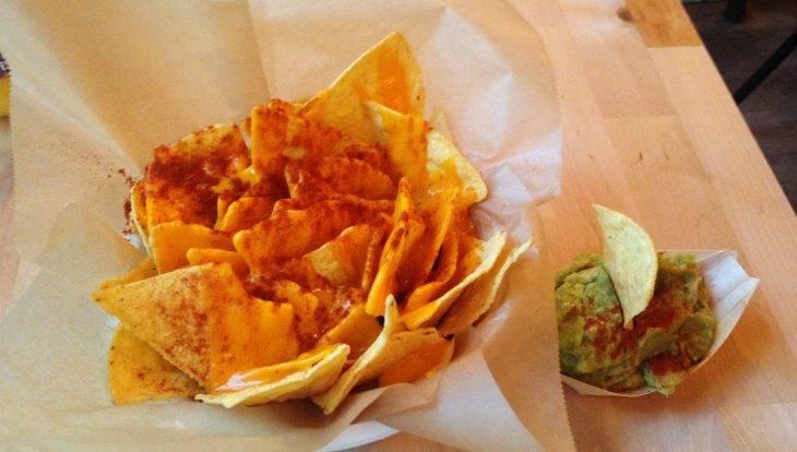 Châtelet nachos con queso y guacamole