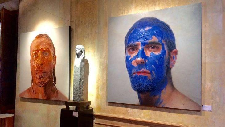 MEAM Barcelona pintura hombre con la cara azul